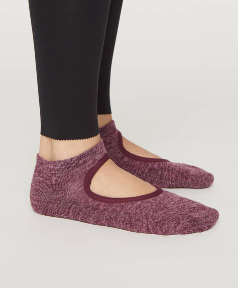 1 pair of socks for yoga and Pilates