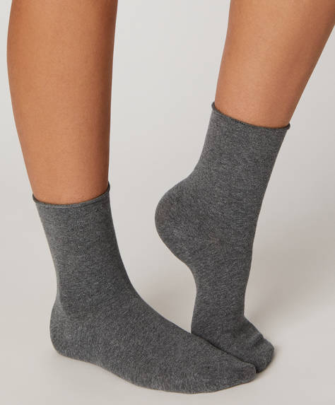 1 pair of plain cotton socks