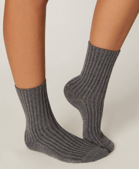 1 pair of chunky knit socks