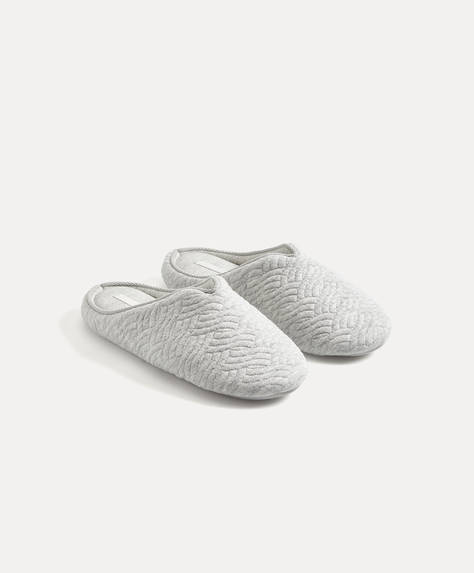 Basic quilted slippers