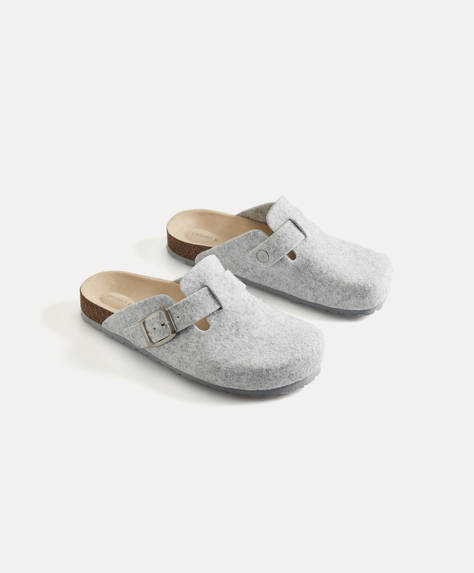 Buckled strap slippers
