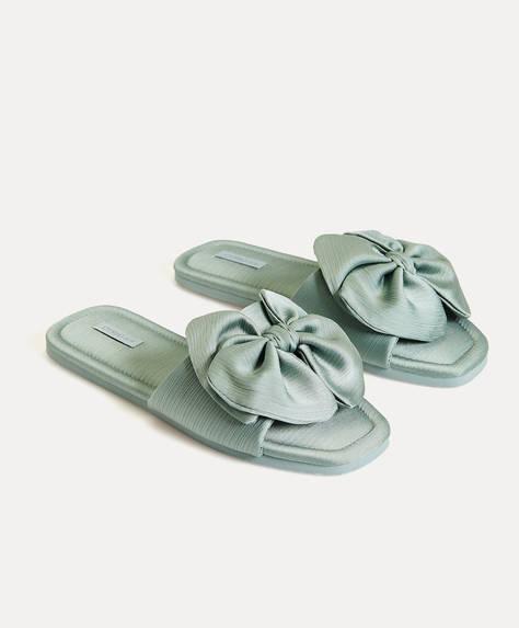 Slippers met grote strik