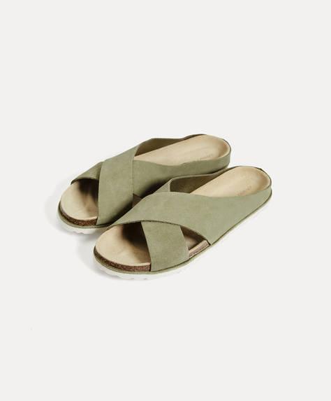 Sandálias de pele com parte superior cruzada