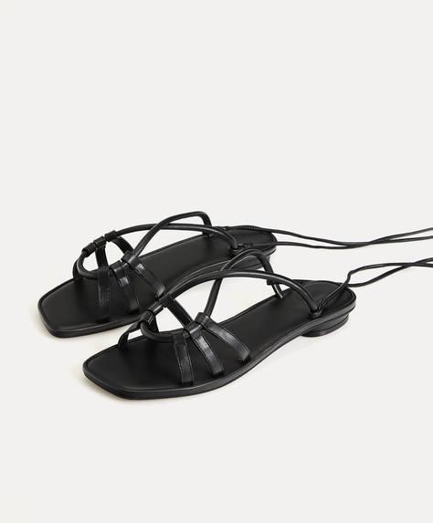 Effen geknoopte sandalen