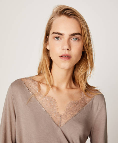 Plain T-shirt with lace
