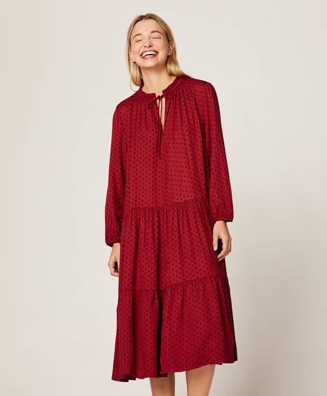 Красная ночная рубашка в горошек