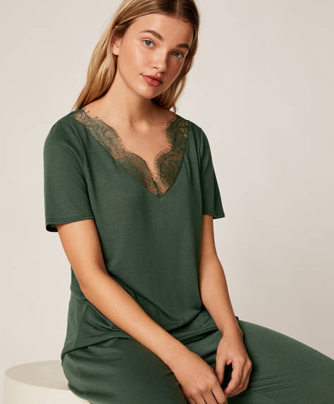 Short green lace T-shirt