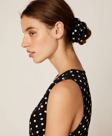 Maxi polka dot scrunchie