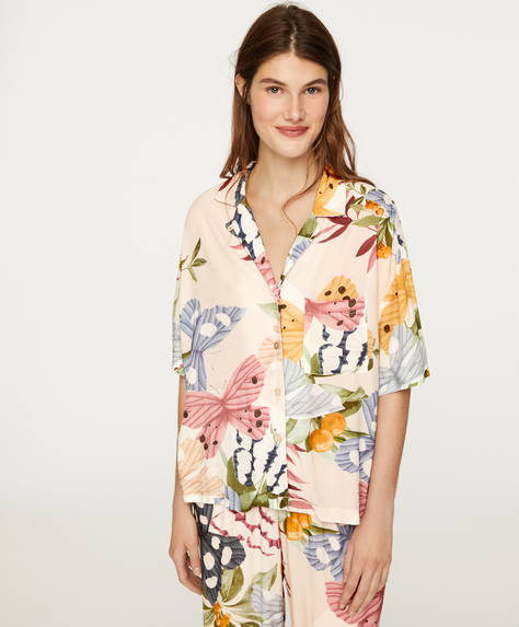 Camisa com estampado de borboletas