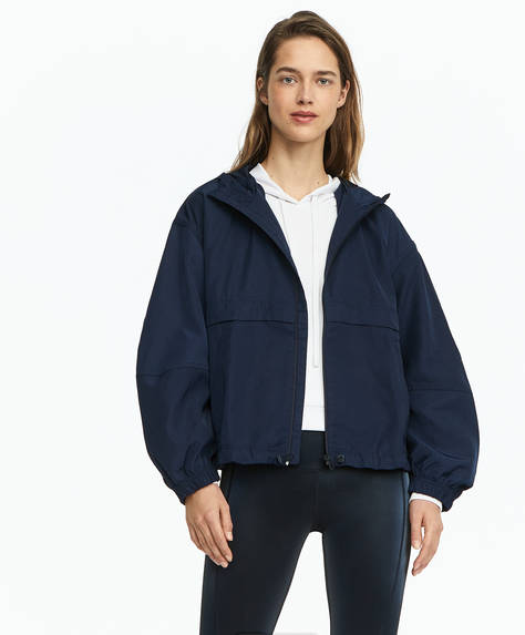 Short water-repellent windbreaker