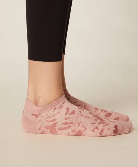 3 pairs of seamless socks