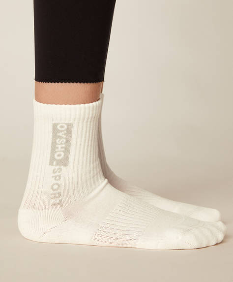 1 pair of cotton sports socks