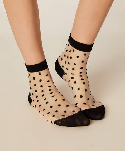 1 pair of regular dotty socks
