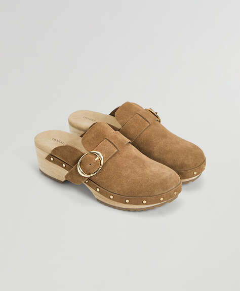 Wooden and split leather mules