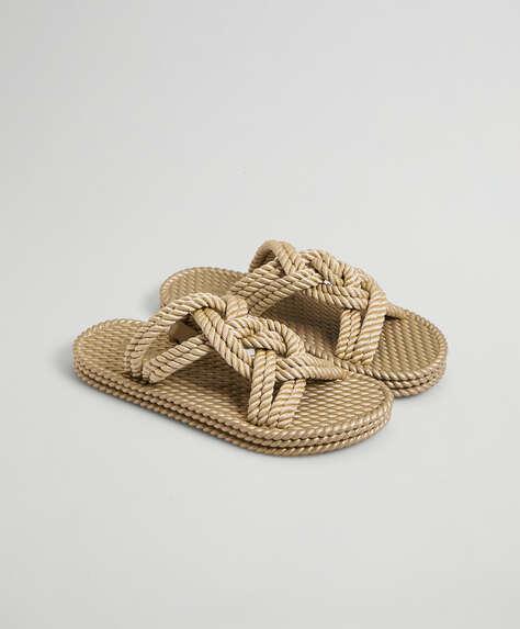 Sandalo in gomma e corda