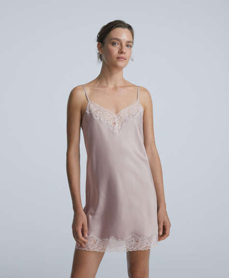 Short satin nightdress with lace