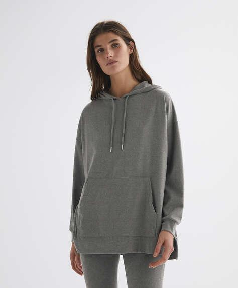 Long-sleeved hooded sweatshirt