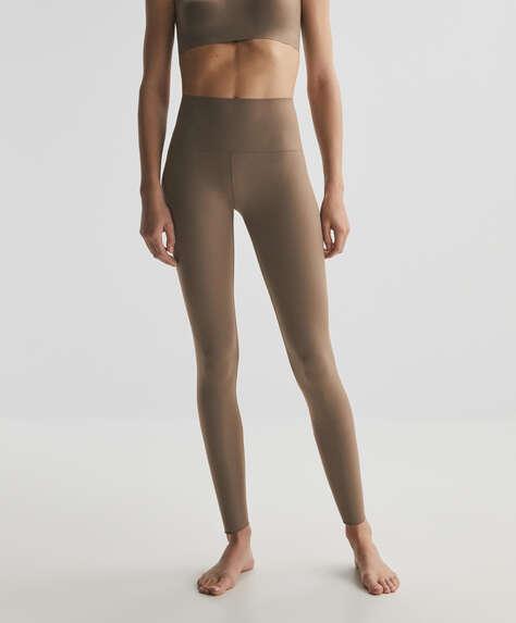 Silky feeling ankle-length leggings