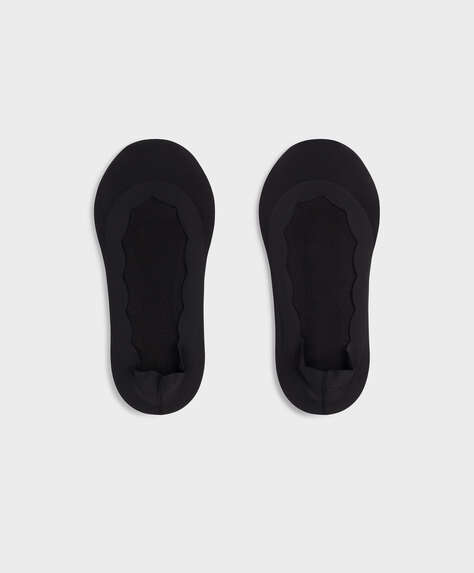 2 pairs of wave-edged footsies
