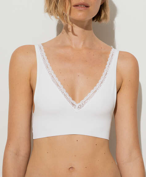 Seamless halterneck-style bra with removable cups
