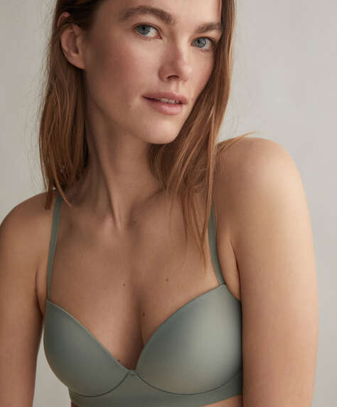 Microfibre non-wired bra with classic neckline