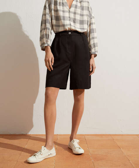 Pleated linen Bermuda shorts
