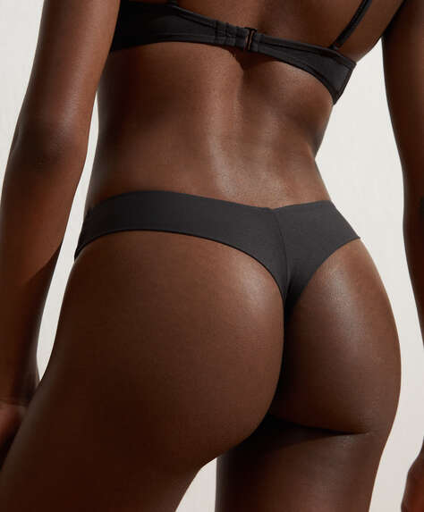 Plain V-cut thong