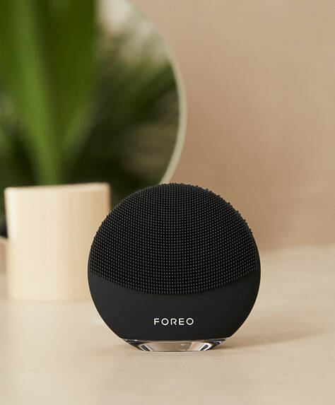 Black FOREO LUNA mini 3