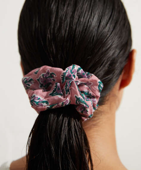 2 cotton scrunchies