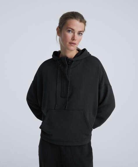 Modal sweater met grote zak op de voorkant
